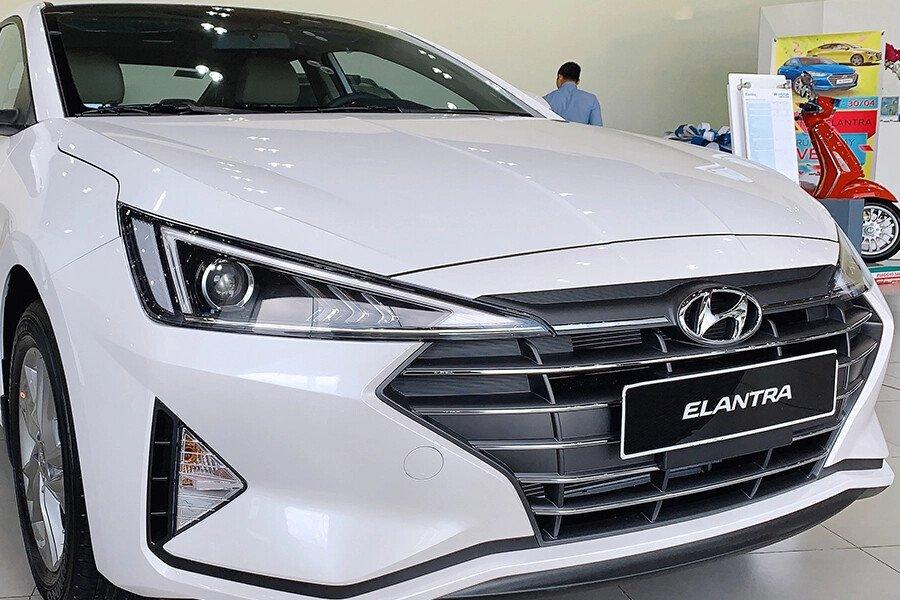 Hyundai Elantra 2.0 AT 2019 - Hình 4