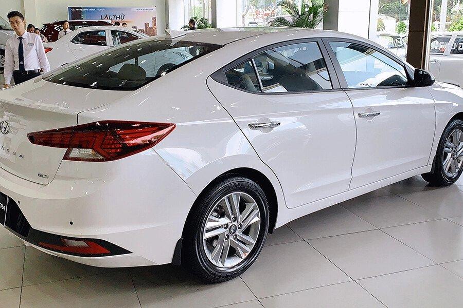 Hyundai Elantra 2.0 AT 2019 - Hình 7