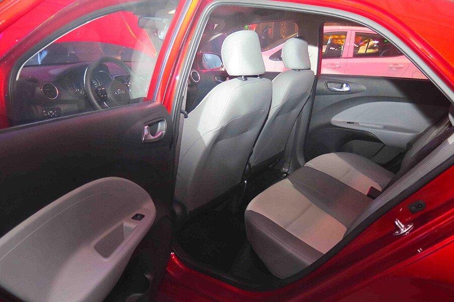 KIA Soluto MT Deluxe 1.4L - Hình 9
