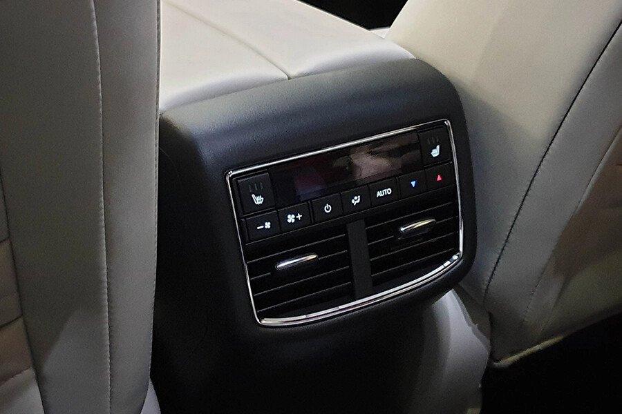 Mazda CX-8 2.0 Deluxe - Hình 17