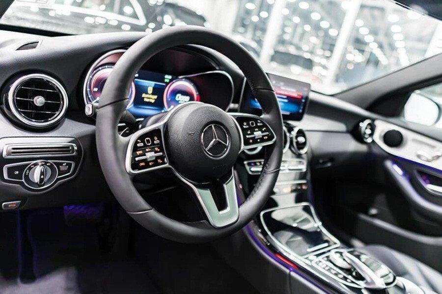 Mercedes-AMG C300 2019 - Hình 9