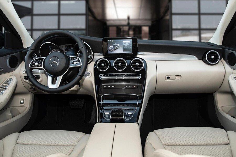 Mercedes-Benz C180 AMG - Hình 8