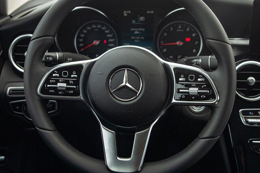 Mercedes-Benz C180 AMG - Hình 9