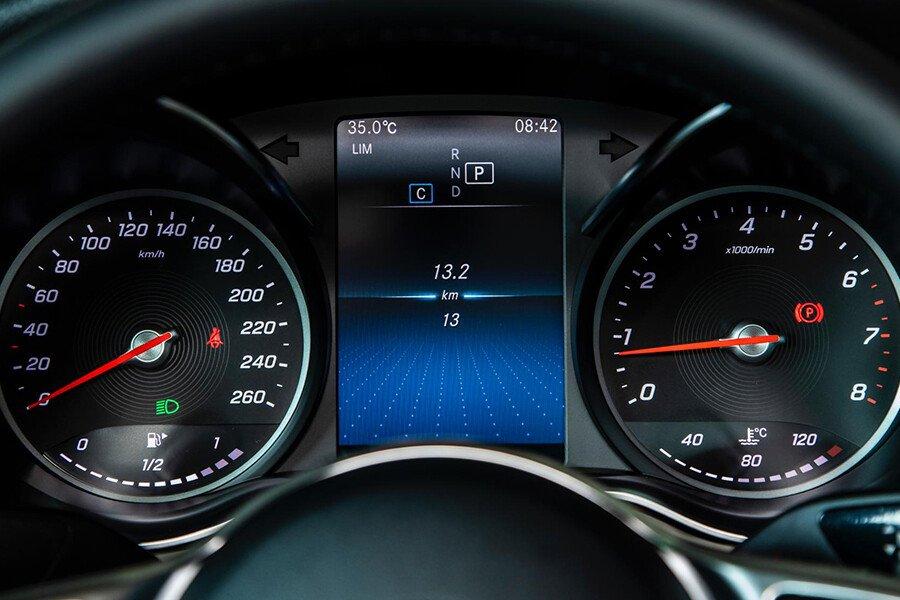 Mercedes-Benz C180 AMG - Hình 10