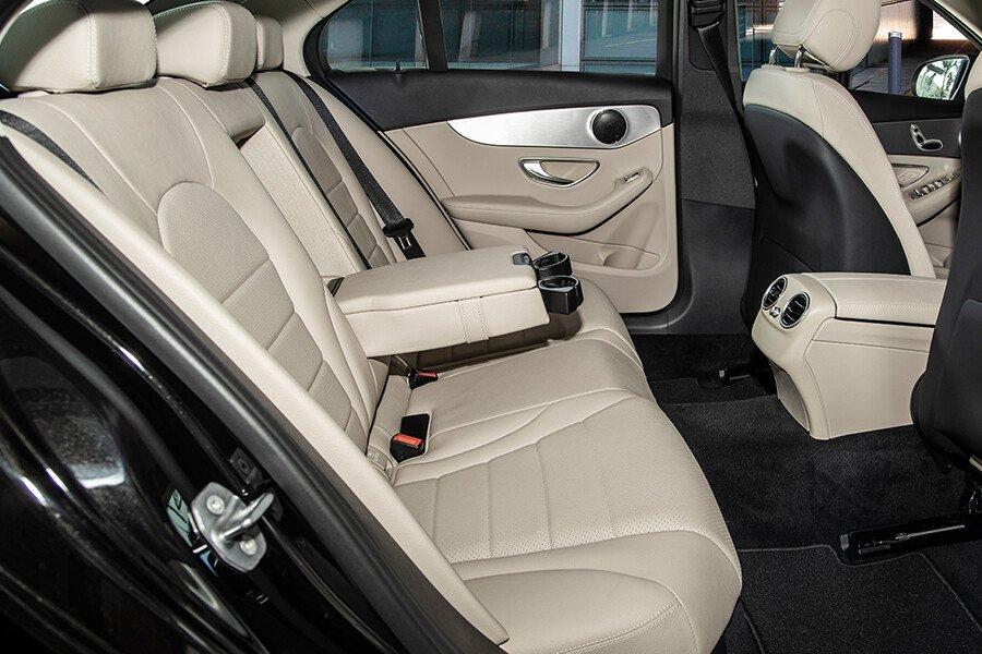 Mercedes-Benz C180 AMG - Hình 13