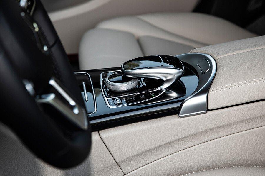 Mercedes-Benz C180 AMG - Hình 14