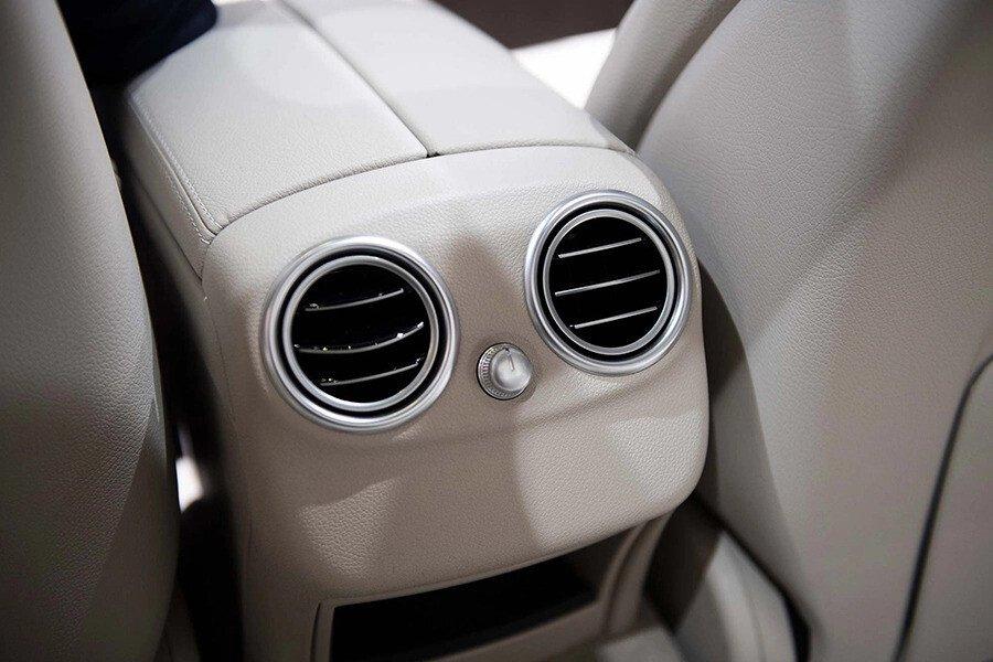 Mercedes-Benz C200 4Matic 2019 - Hình 15