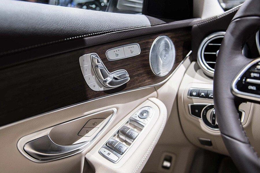 Mercedes-Benz C200 4Matic 2019 - Hình 16