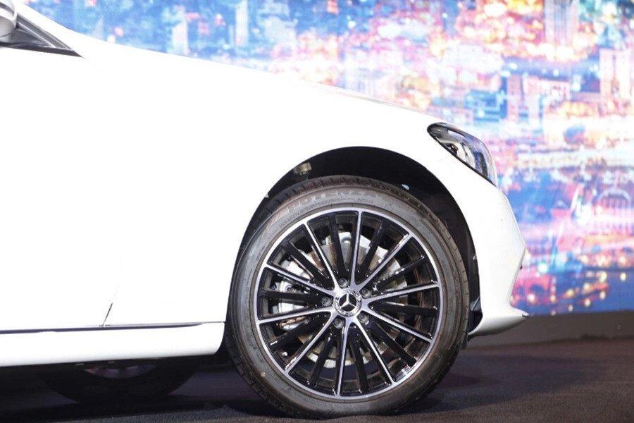 Mercedes-Benz C200 4Matic 2019 - Hình 8