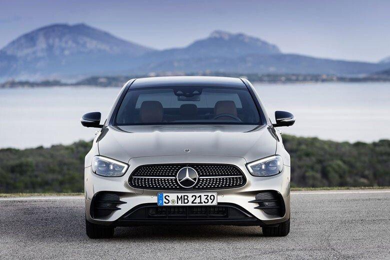 Mercedes-Benz E200 Exclusive - Hình 2
