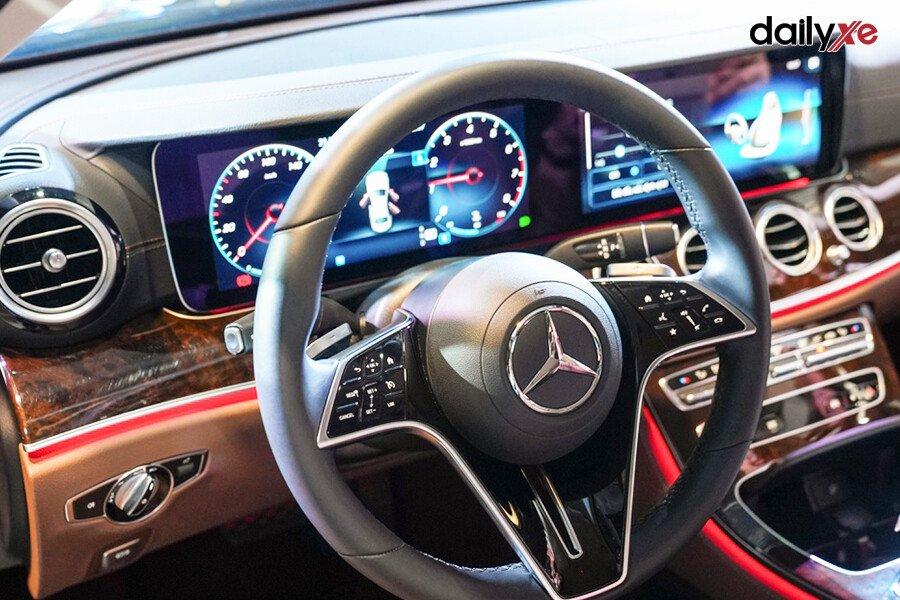 Mercedes-Benz E200 Exclusive 2021 - Hình 25