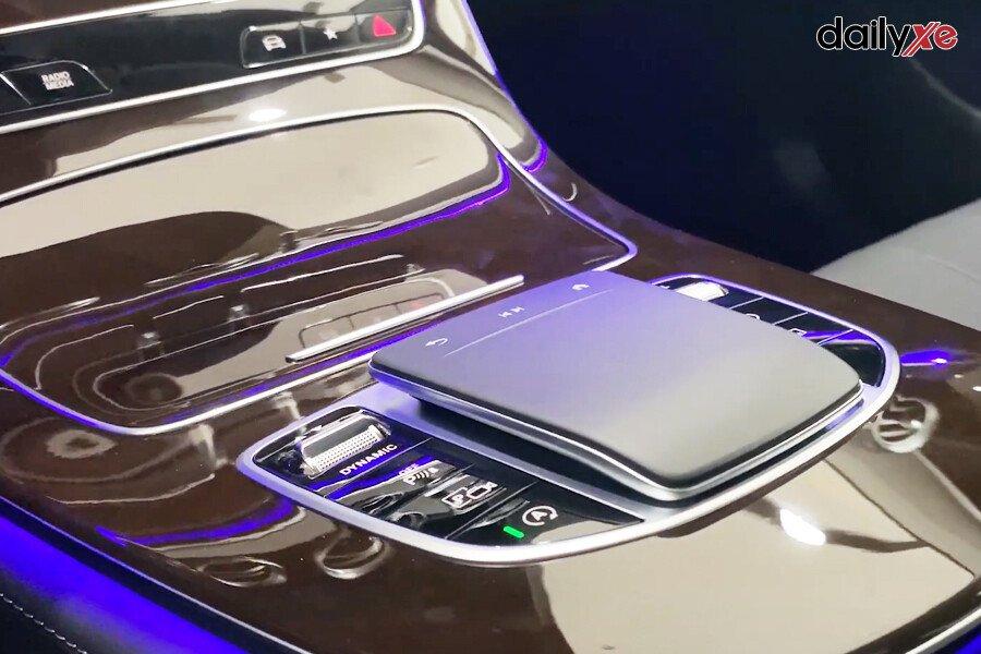 Mercedes-Benz E200 Exclusive 2021 - Hình 33
