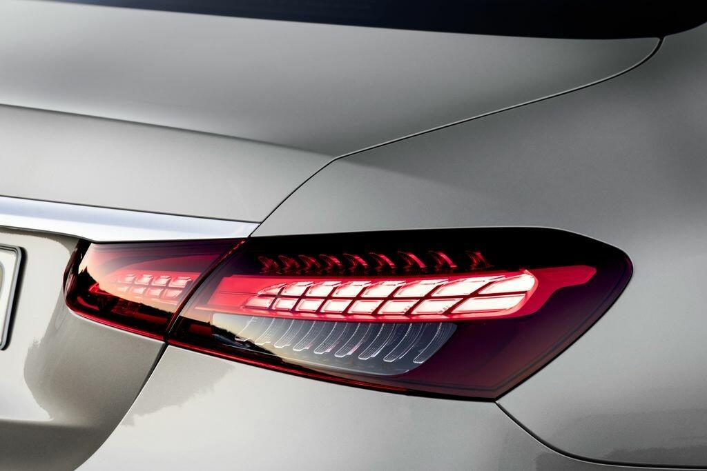 Mercedes-Benz E200 Exclusive - Hình 6
