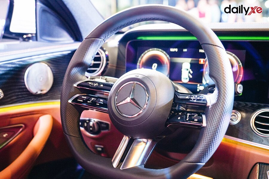 Mercedes Benz E300 AMG - Hình 21