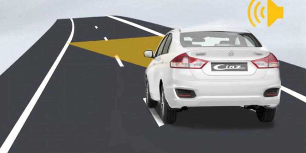 Hệ thống cảnh báo khoảng cách an toàn với hệ thống cảnh báo làn đường được tích hợp trong màn hình cảm ứng 7 inch