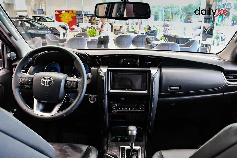 Toyota Fortuner 2.4AT 4x2 - Hình 11