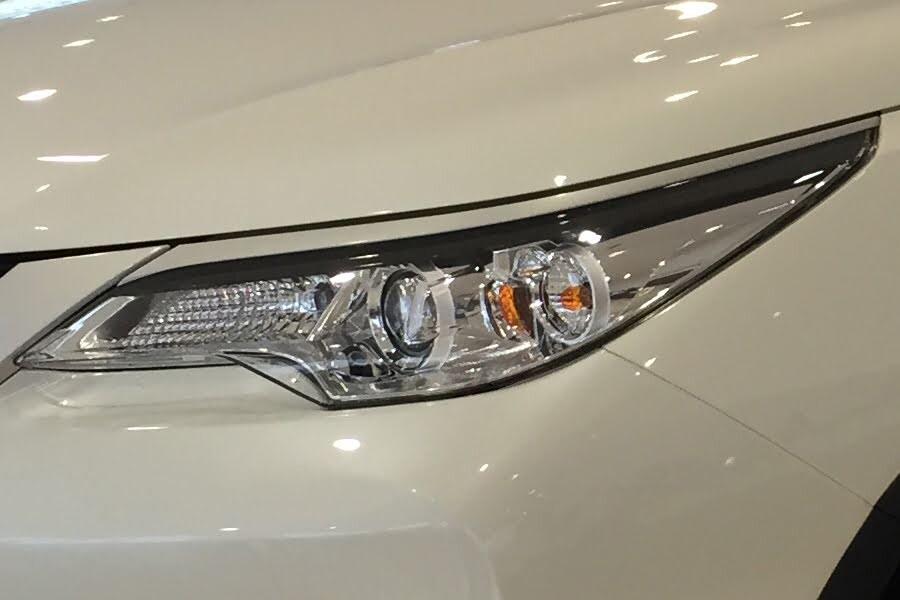 Toyota Fortuner 2.4G 4x2 MT 2020 - Hình 19