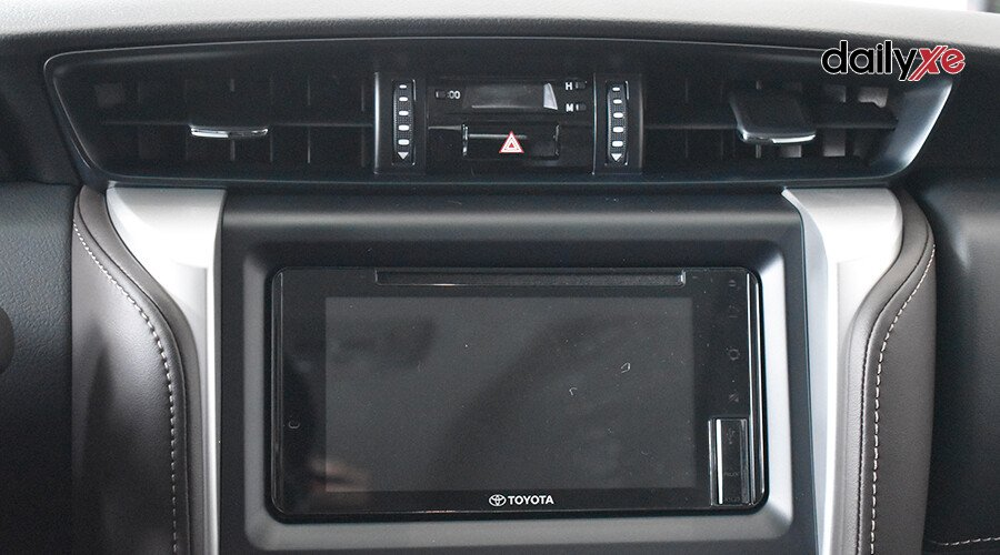 Toyota Fortuner 2.7 AT 4x2 - Hình 11