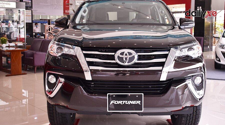 Toyota Fortuner 2.7 AT 4x2 - Hình 2