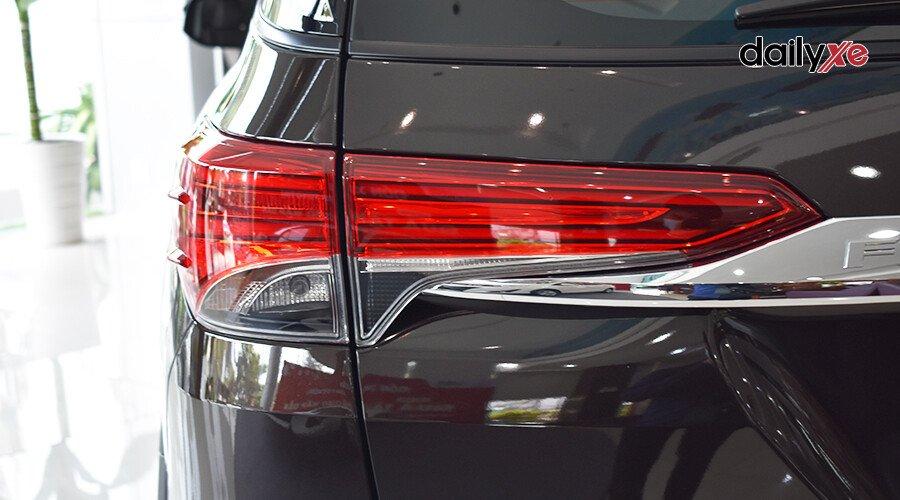 Toyota Fortuner 2.7 AT 4x2 - Hình 7