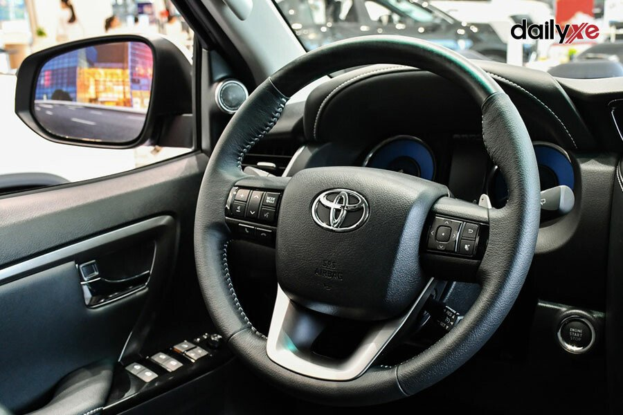 Toyota Fortuner 2.8AT 4x4 - Hình 13