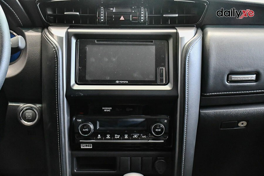 Toyota Fortuner 2.8AT 4x4 - Hình 15