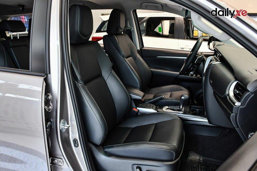 Toyota Fortuner Legender 2.4AT 4x2 - Hình 11