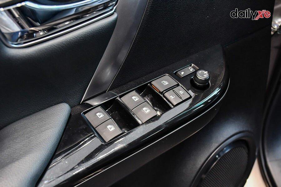 Toyota Fortuner Legender 2.4AT 4x2 - Hình 13