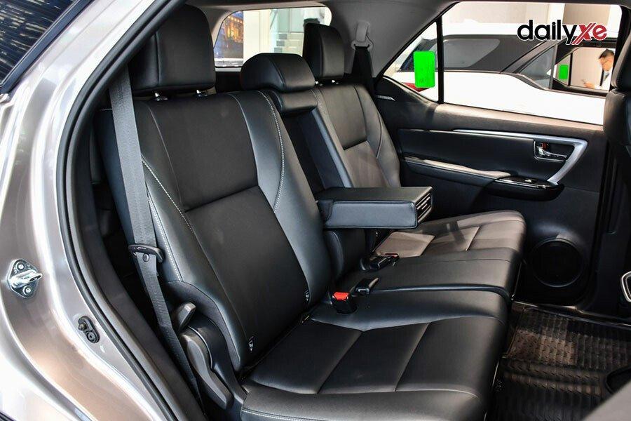 Toyota Fortuner Legender 2.4AT 4x2 - Hình 15