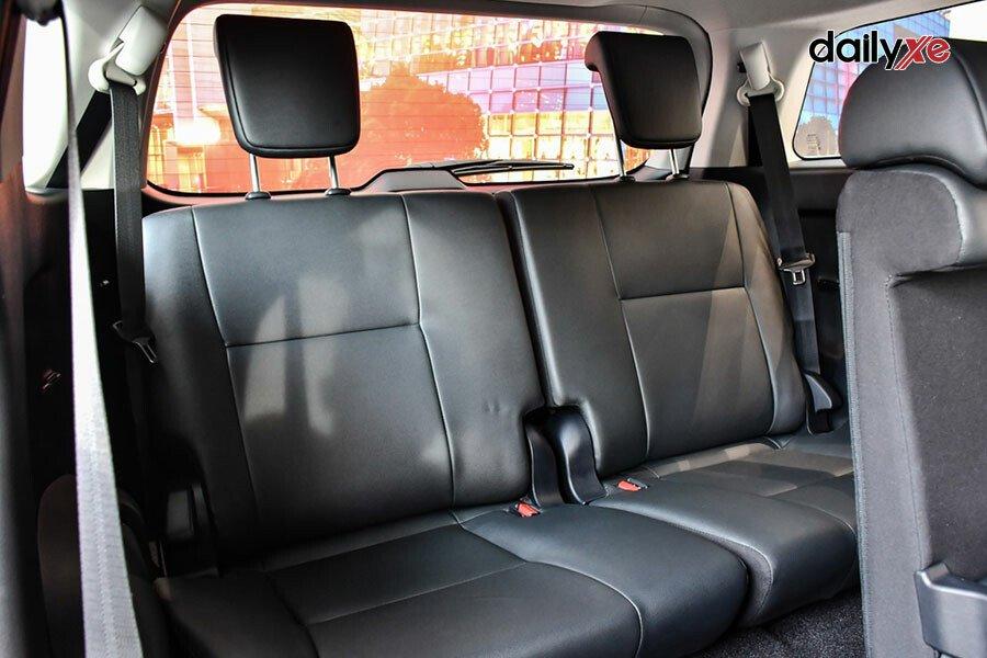 Toyota Fortuner Legender 2.4AT 4x2 - Hình 16