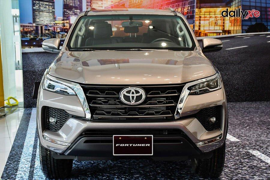 Toyota Fortuner Legender 2.4AT 4x2 - Hình 3