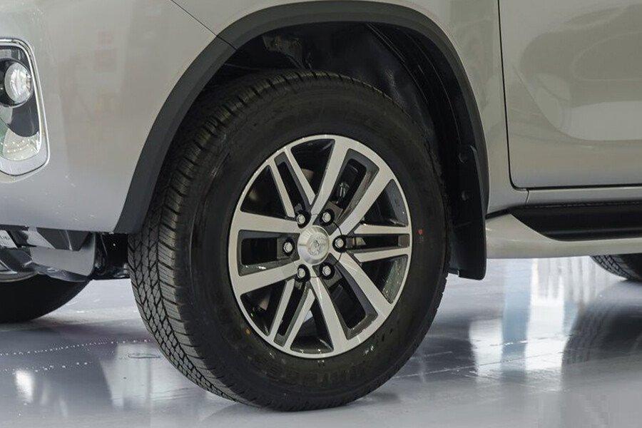Toyota Fortuner TRD 2.7 AT 4x2 - Hình 5