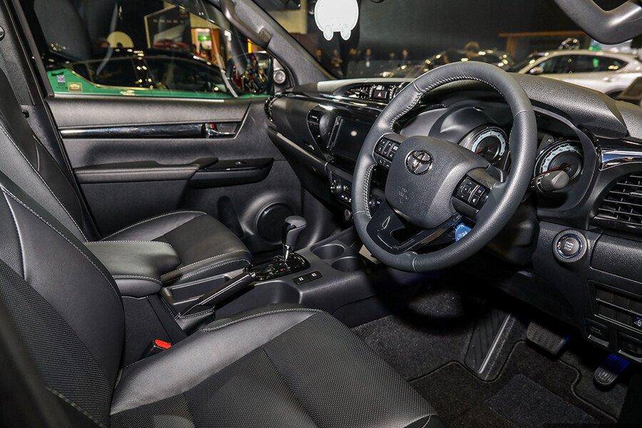 Toyota Hilux 2.4L 4X2 AT - Hình 7