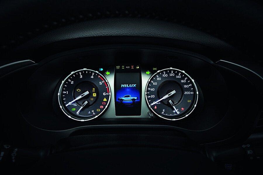 Toyota Hilux 2.4L 4X2 AT - Hình 8