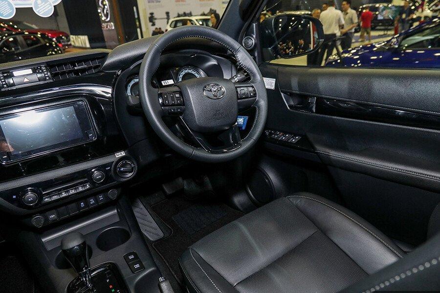 Toyota Hilux 2.4L 4X2 AT - Hình 9