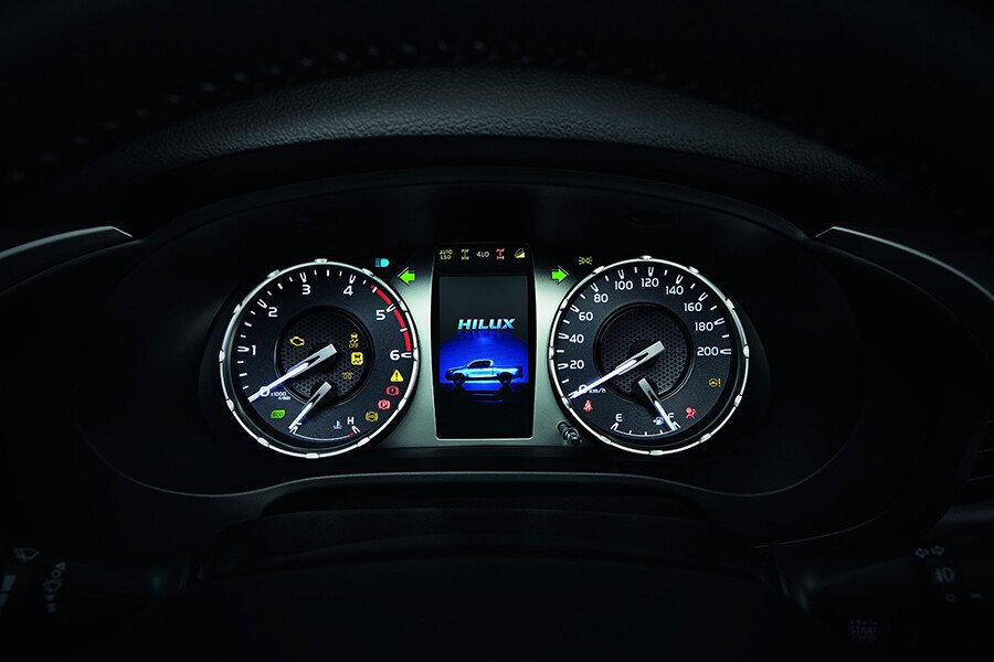 Toyota Hilux 2.4L 4X4 MT - Hình 15