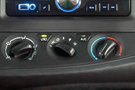 Toyota Innova 2.0E 2018 - Hình 30