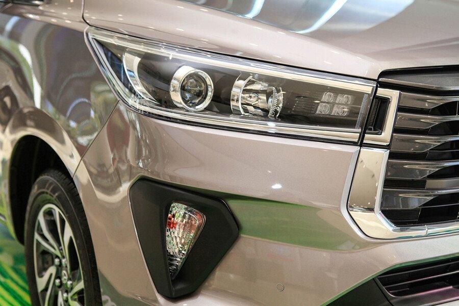 Toyota Innova E 2.0MT - Hình 11