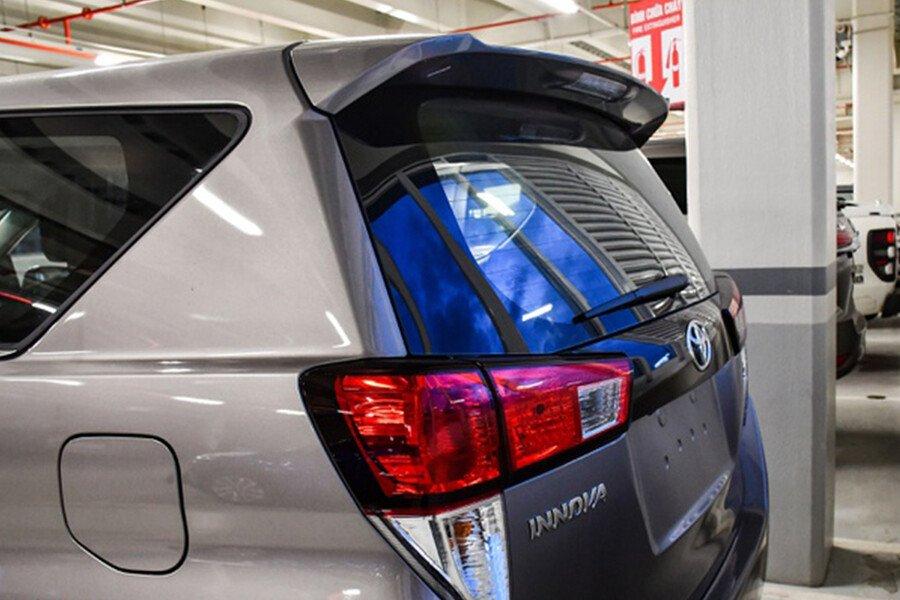 Toyota Innova E 2.0MT - Hình 15