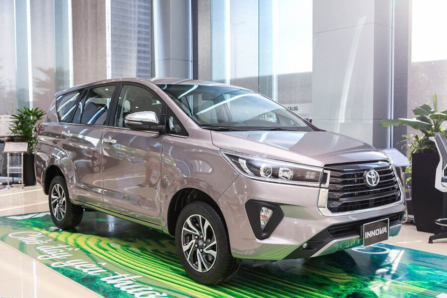 Toyota Innova E 2.0MT - Hình 3