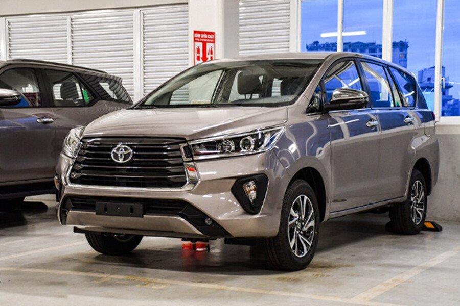Toyota Innova V 2.0AT - Hình 1