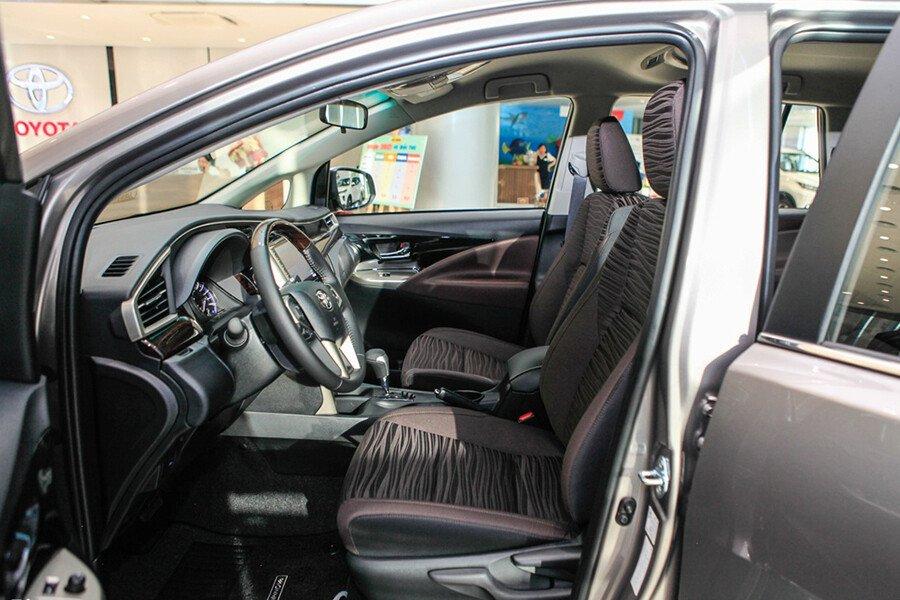 Toyota Innova V 2.0AT - Hình 19