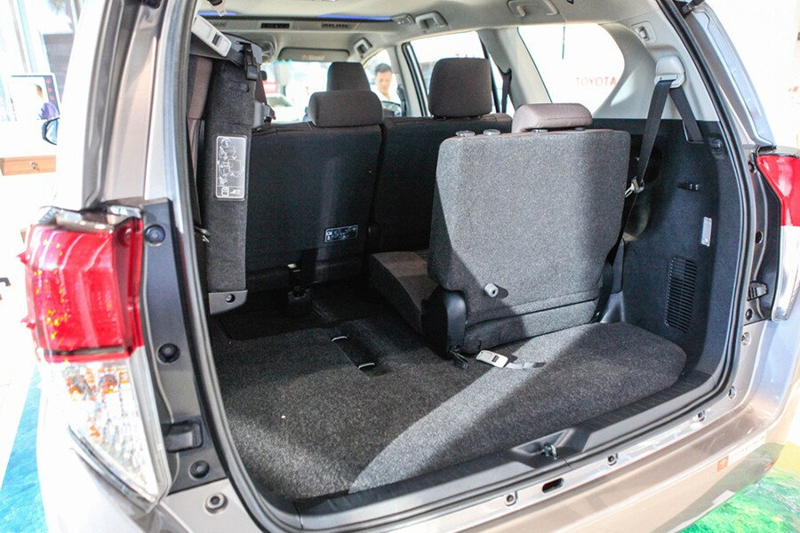 Toyota Innova V 2.0AT - Hình 27