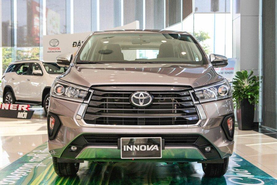 Toyota Innova V 2.0AT - Hình 7
