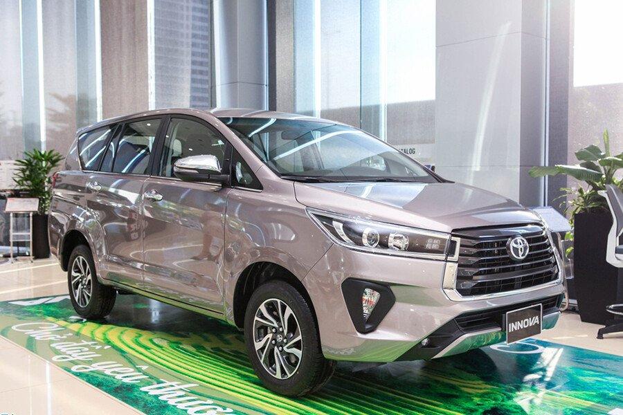 Toyota Innova Venturer - Hình 1