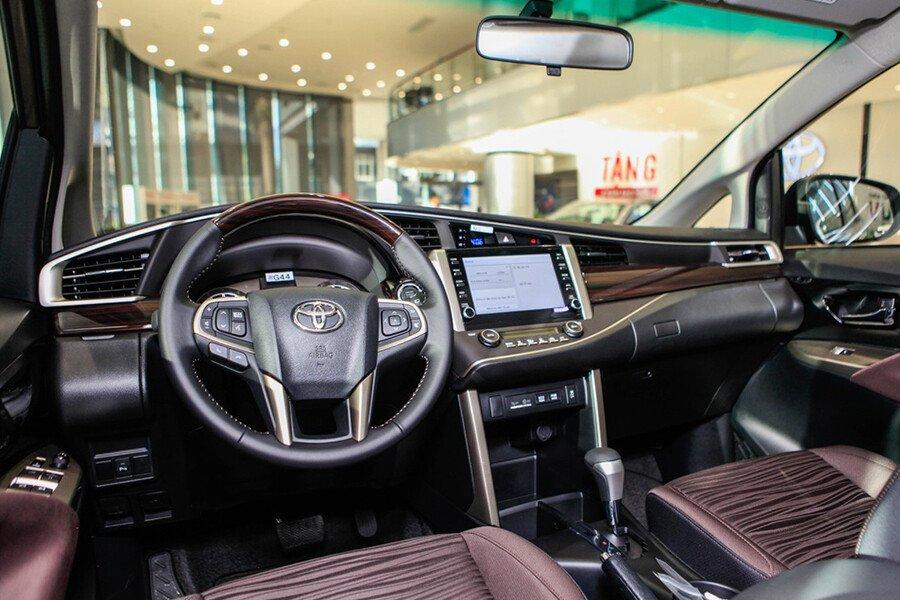 Toyota Innova Venturer - Hình 19