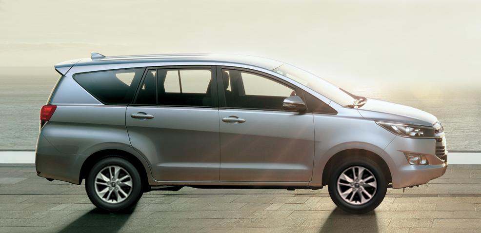 Toyota Innova Venturer 2018 - Hình 2