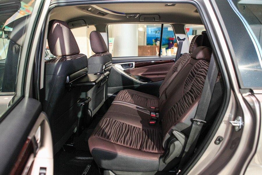 Toyota Innova Venturer - Hình 21