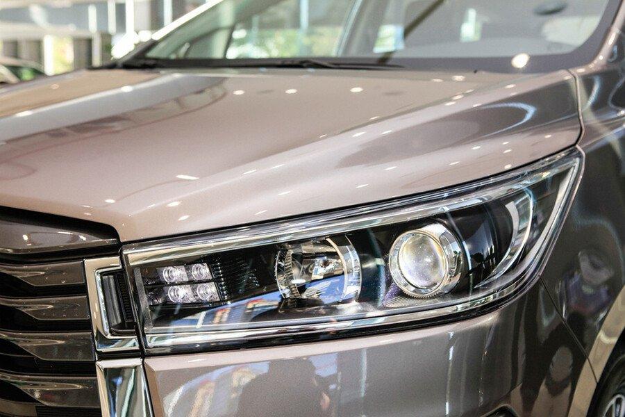 Toyota Innova Venturer - Hình 9