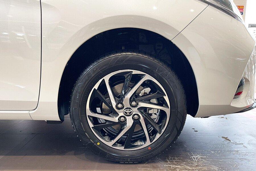 Toyota Vios 1.5E CVT (3 túi khí) - Hình 11